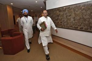 india's finance minister favors interest rate cut: paper
